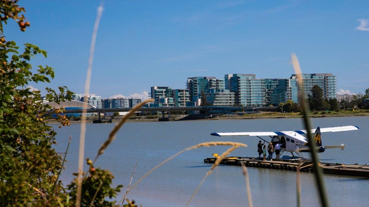 Hidroplan Harbour Aira je zasidran na Vancouverskem mednarodnem letališču na vodi v Richmondu.