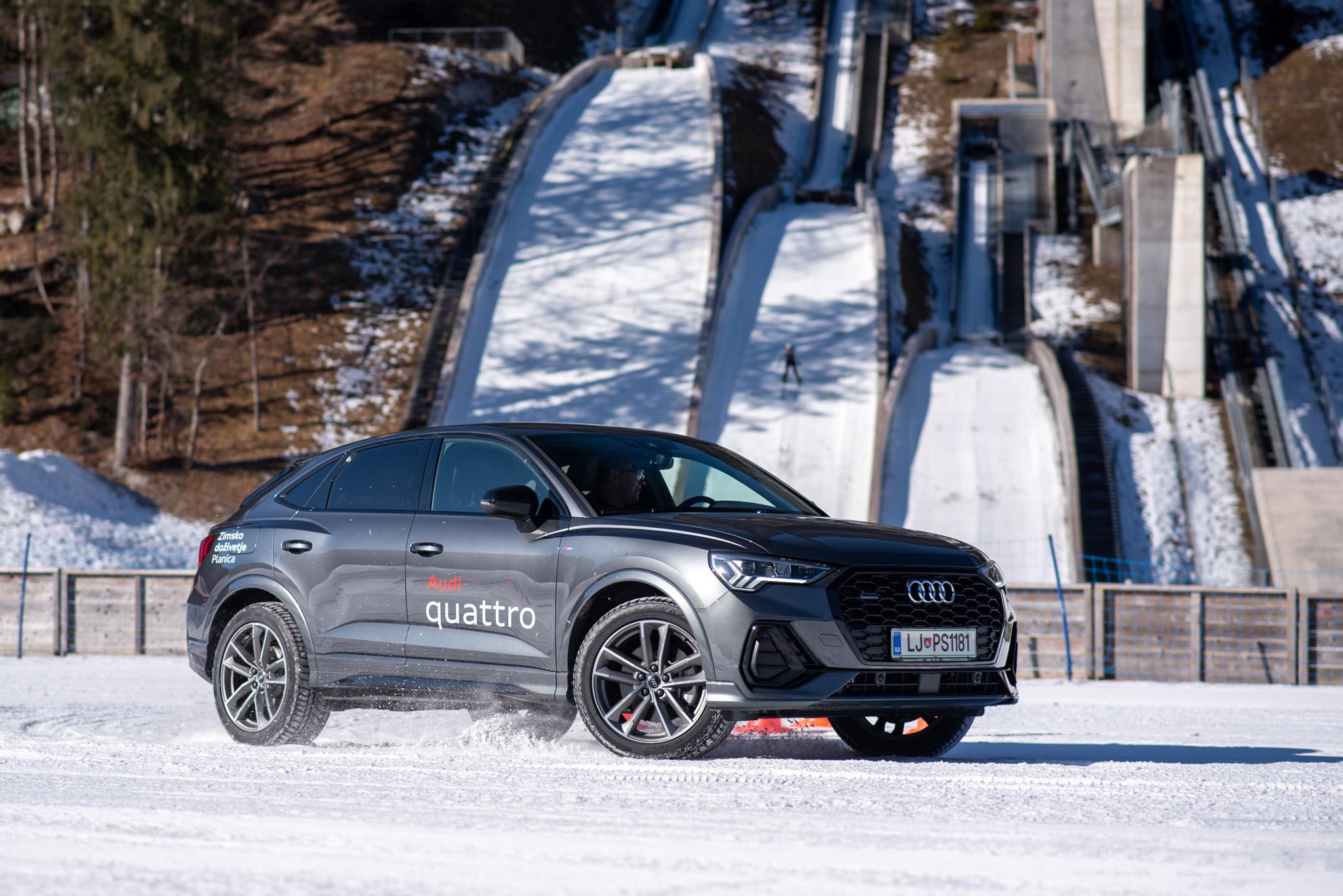 Audi terenec na snegu, pred skakalnicami za smučarske skoke v Planici.