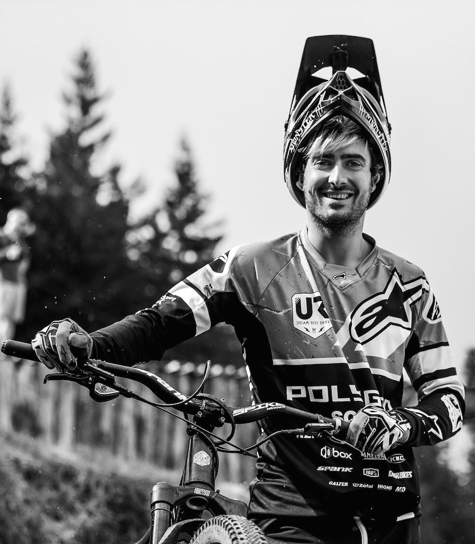 Portret Sam Reynolds, s svojim gorskim kolesom
