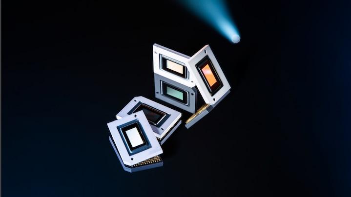 LED celice slikene od blizu s črnim ozadjem.