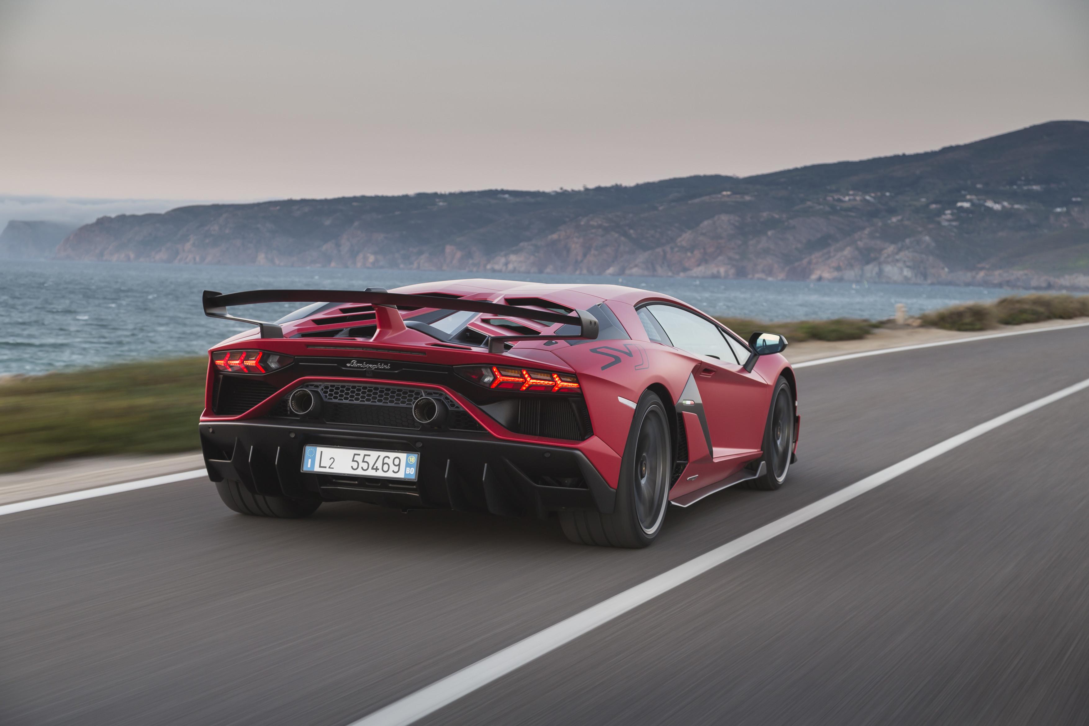 Lamborghini Aventador na cesti