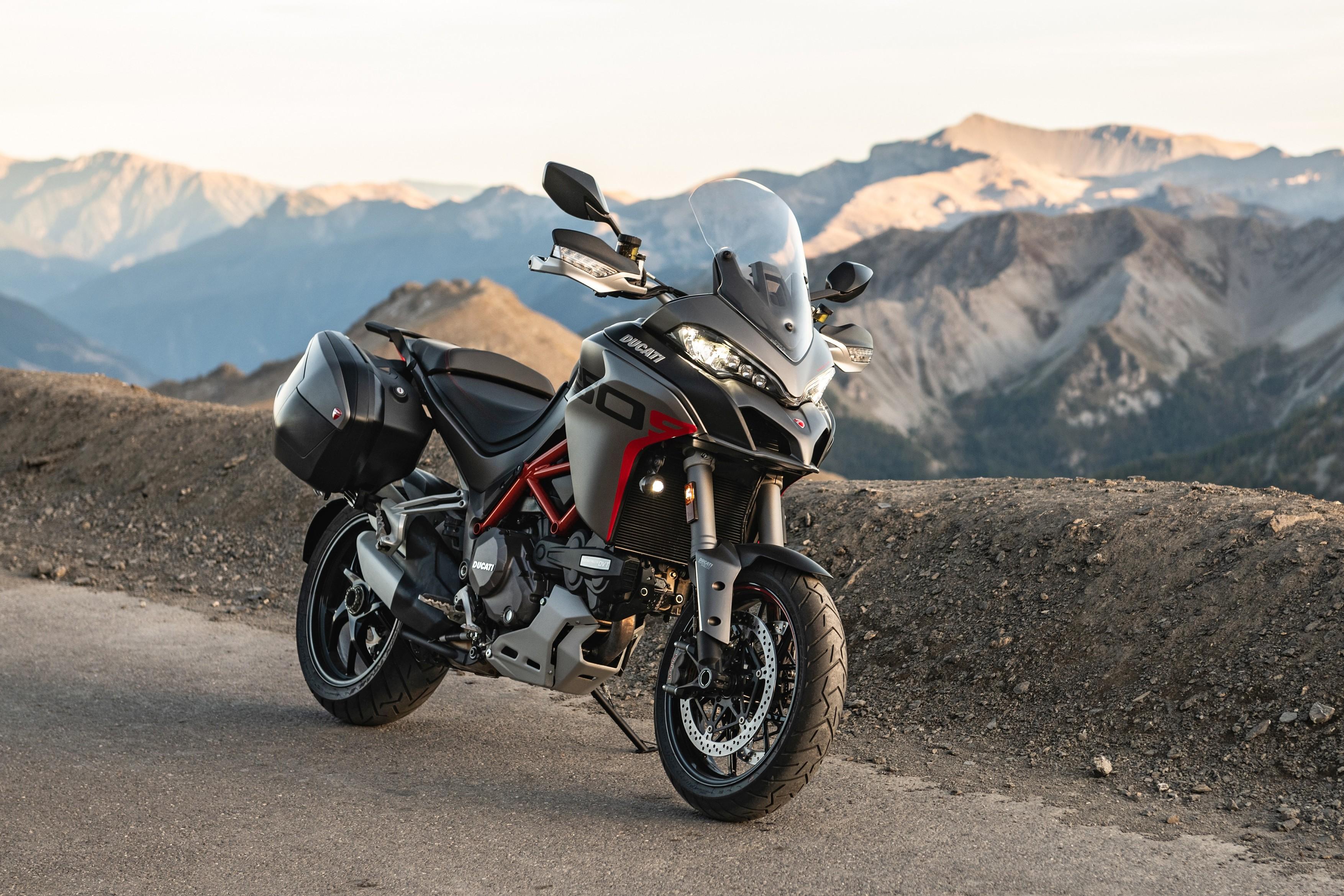 Motor Ducati na gorski cesti