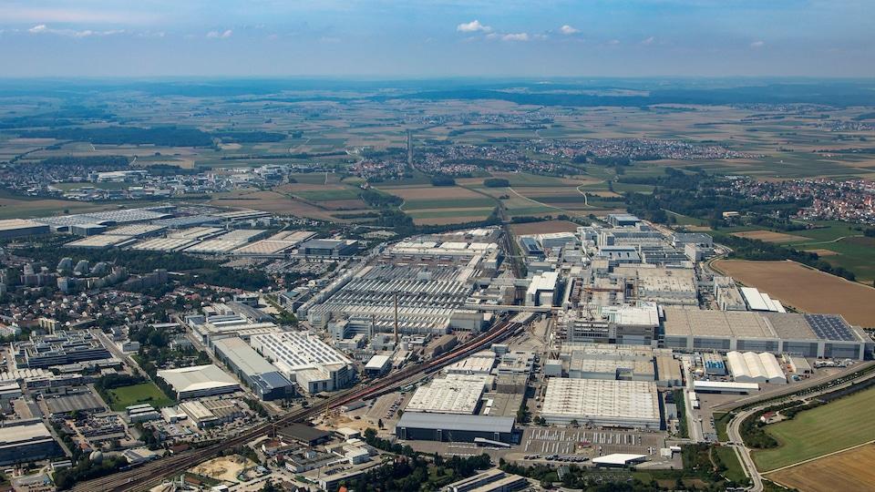 Audijeva tovarna v Ingolstadtu slikana od zgoraj