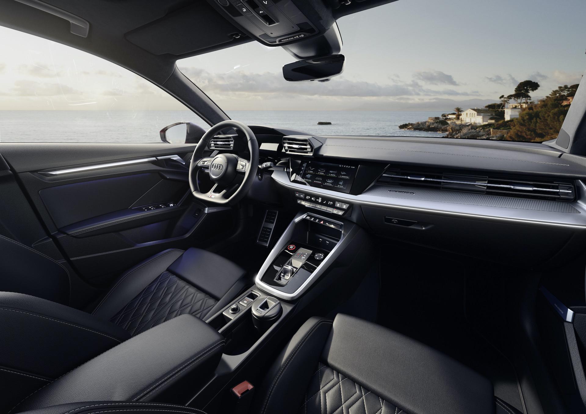 notranjost limuzine Audi S3