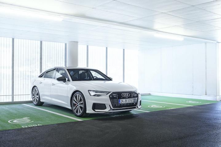 Audi A6 55 TFSI e quattro priklopljen na elektriko
