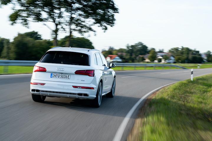 Audi Q7 TFSI e quattro na cesti