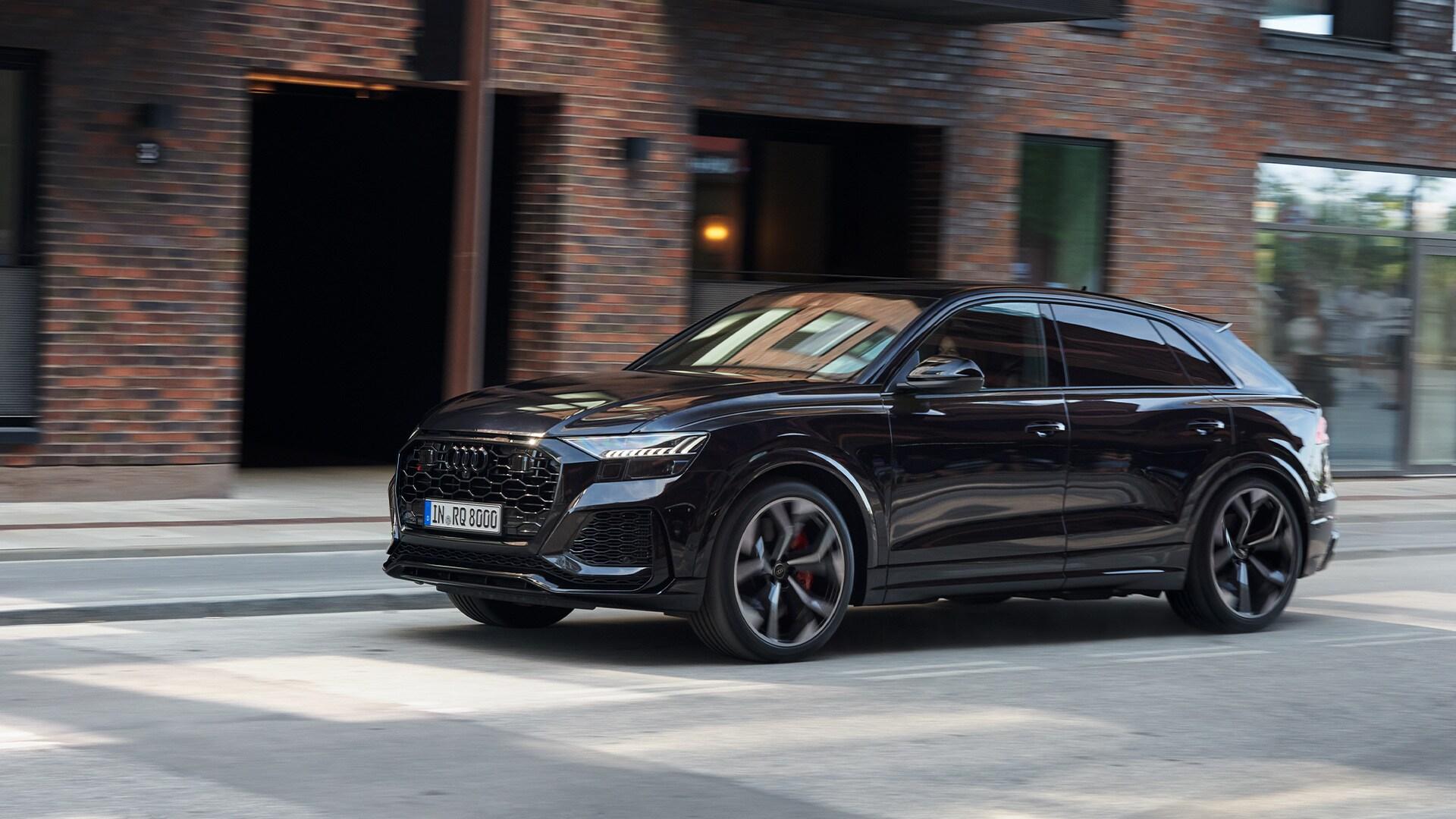 Audi RS Q8 črne barve