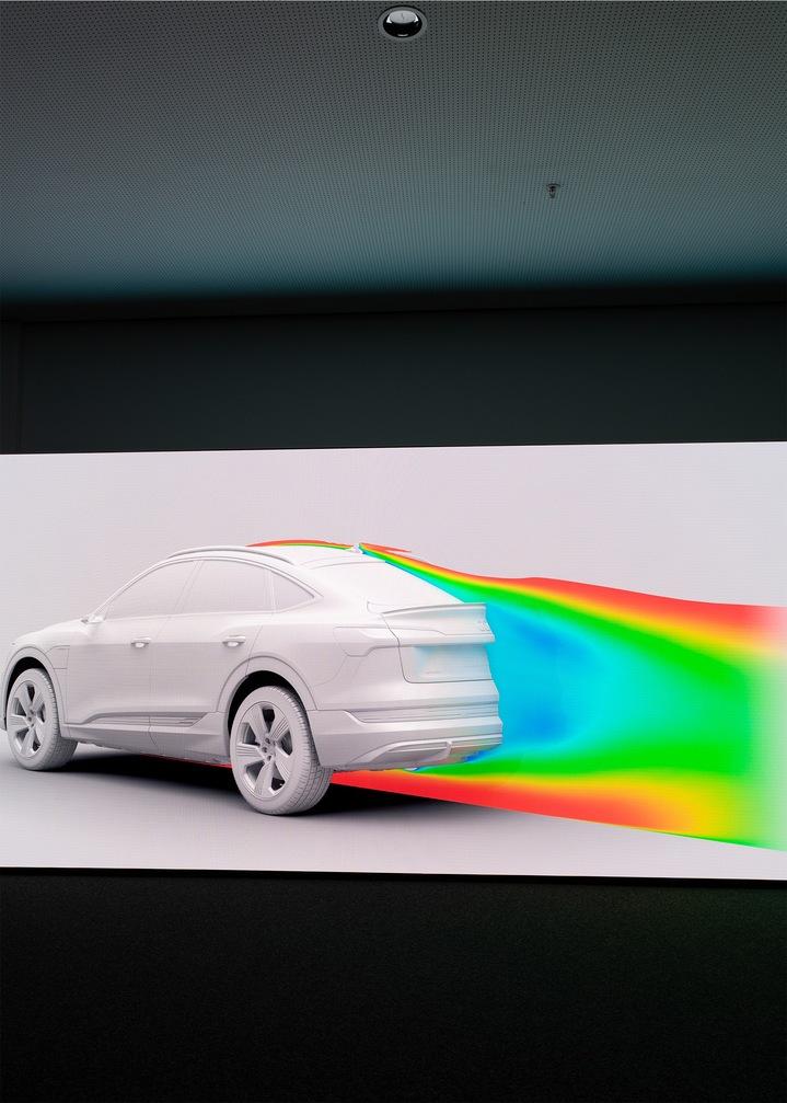 Barve označujejo zračne tokove na zadnjem delu vozila.