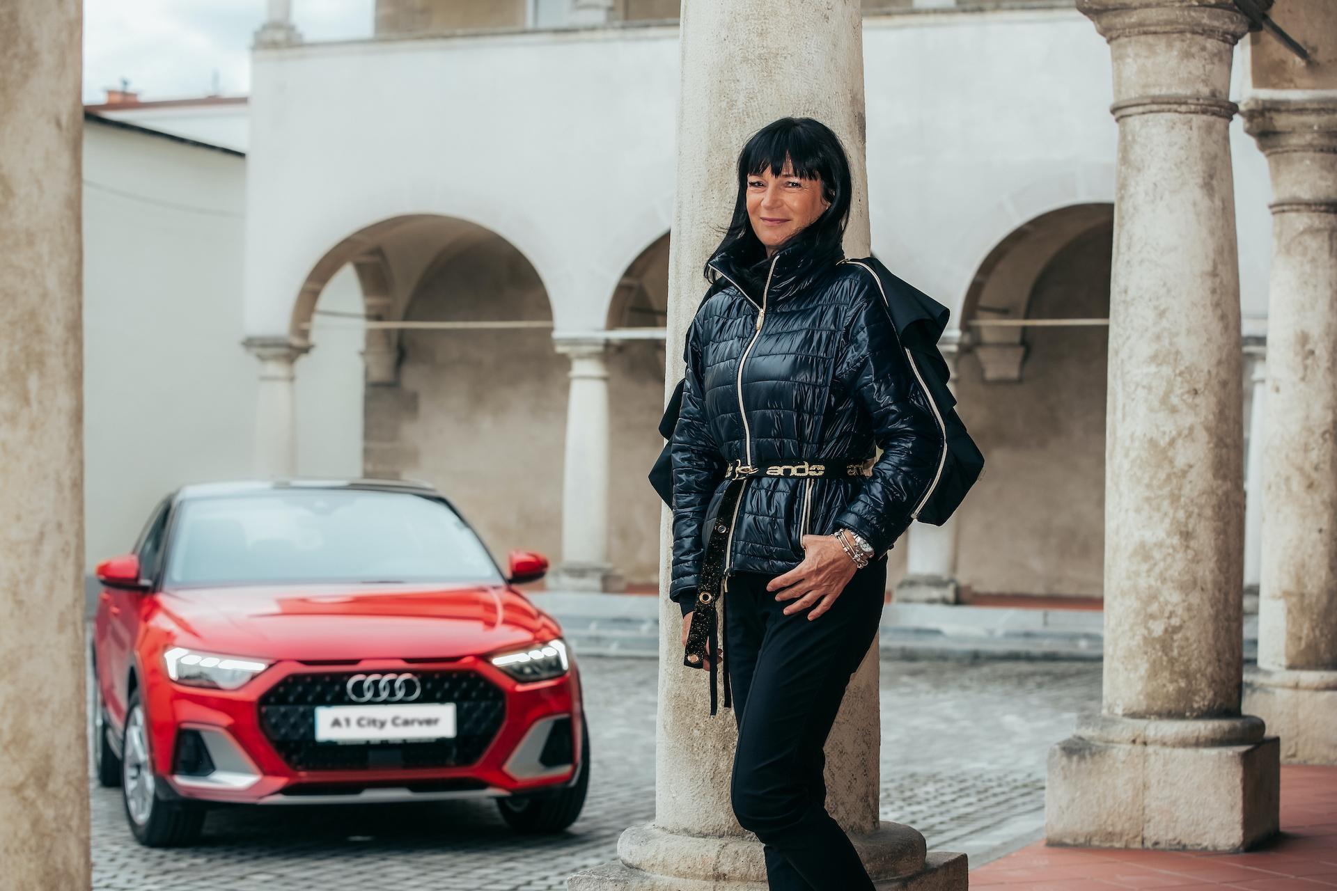 Nataša Berginc, v ozadju Audi A1 citycarver