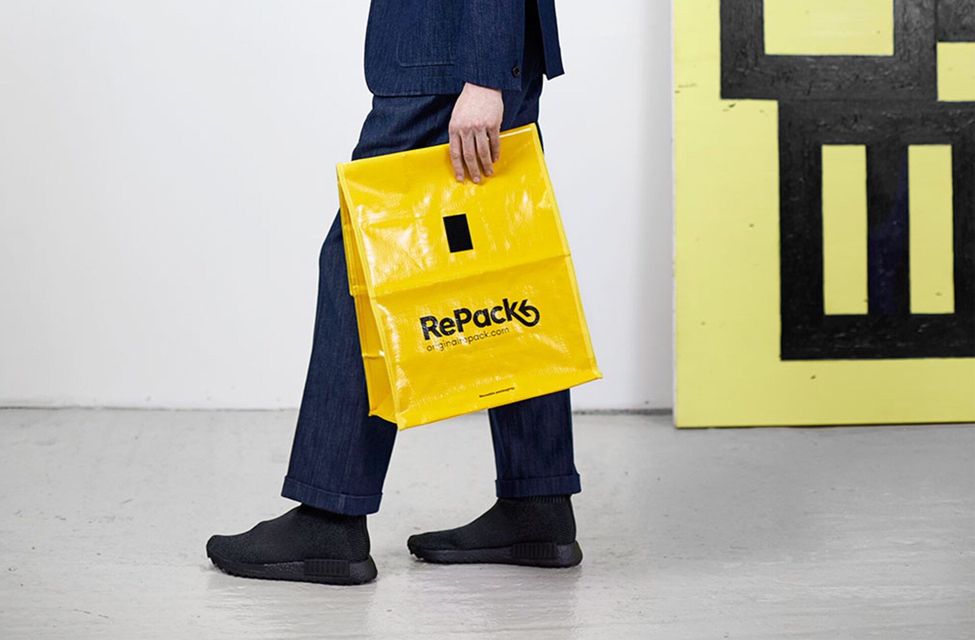 RePack predstavlja embalažo kot storitev za spletne trgovine. Namesto embalaže za enkratno uporabo za spletna naročila, ki se jo sicer zavrže na tone, RePack ponuja možnost večkratne uporabe embalaže. Kupci lahko embalažo za naročila brezplačno vrnejo, tako da jo oddajo v navaden poštni nabiralnik od koder koli na svetu. Vrnjeno embalažo se očisti in pošlje nazaj v spletne trgovine, ki sodelujejo v projektu.