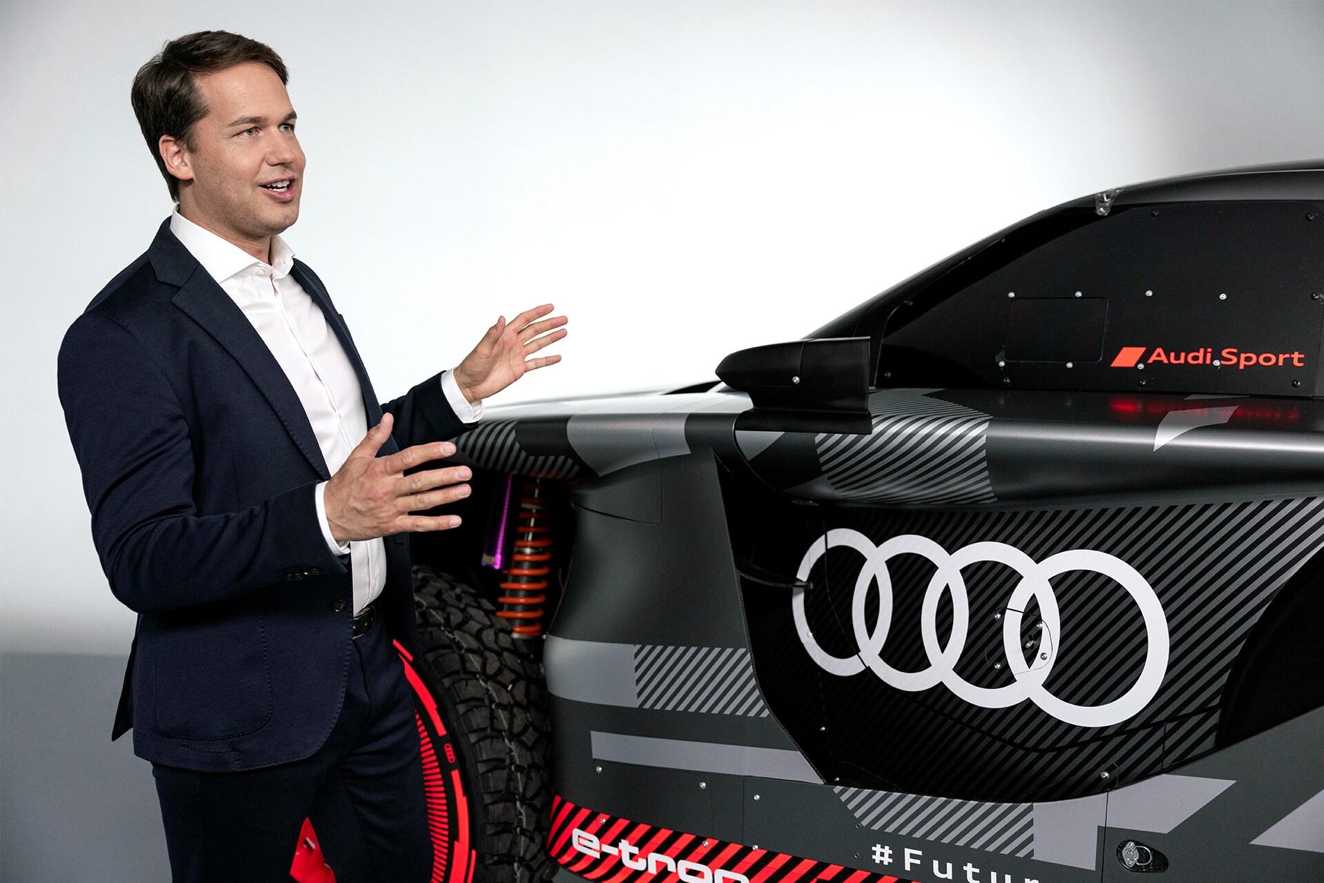 Julius Seebach, glavni direktor družbe Audi Sport predstavlja Audi RS Q e-tron