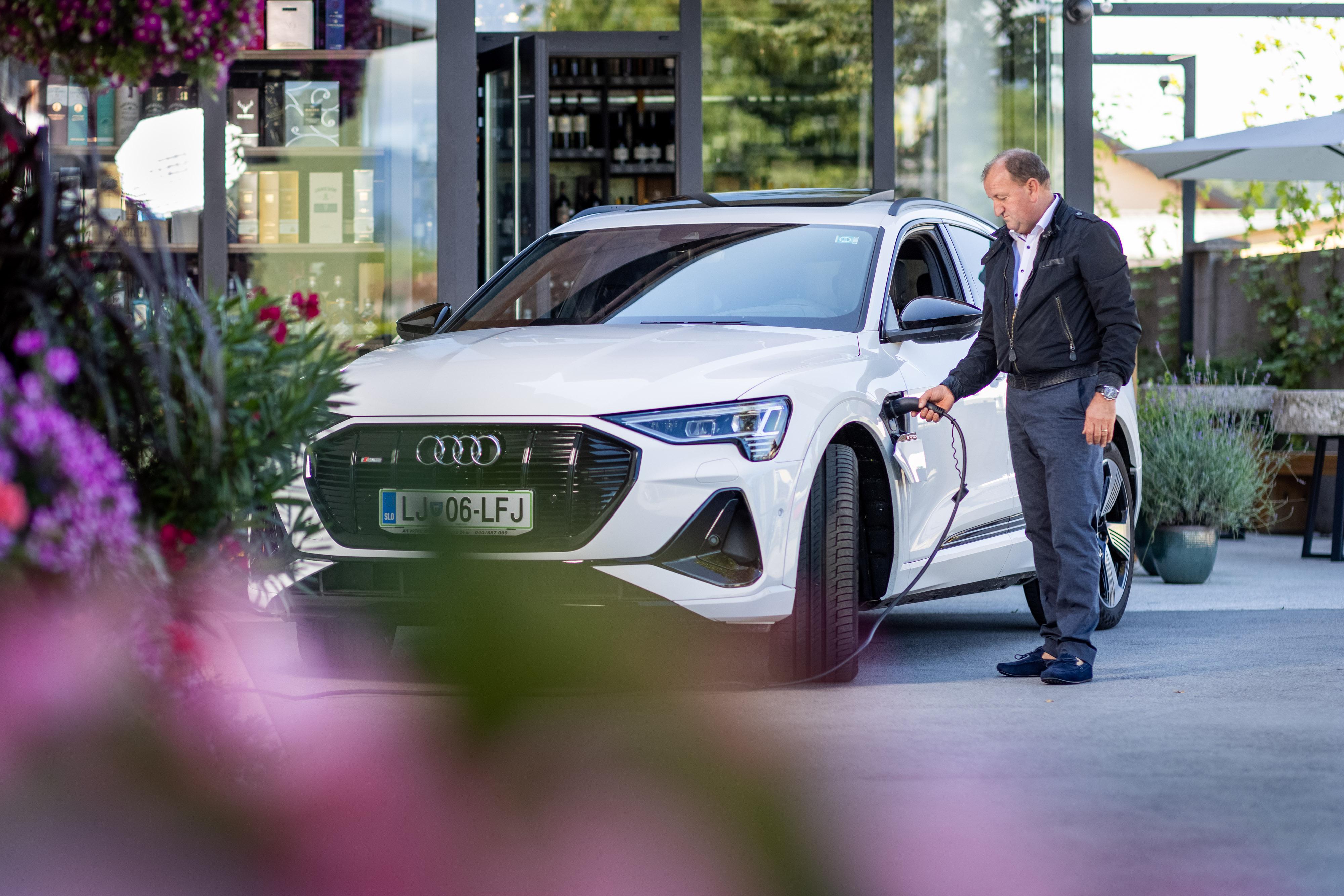 Jože Koželj in Audi e-tron.