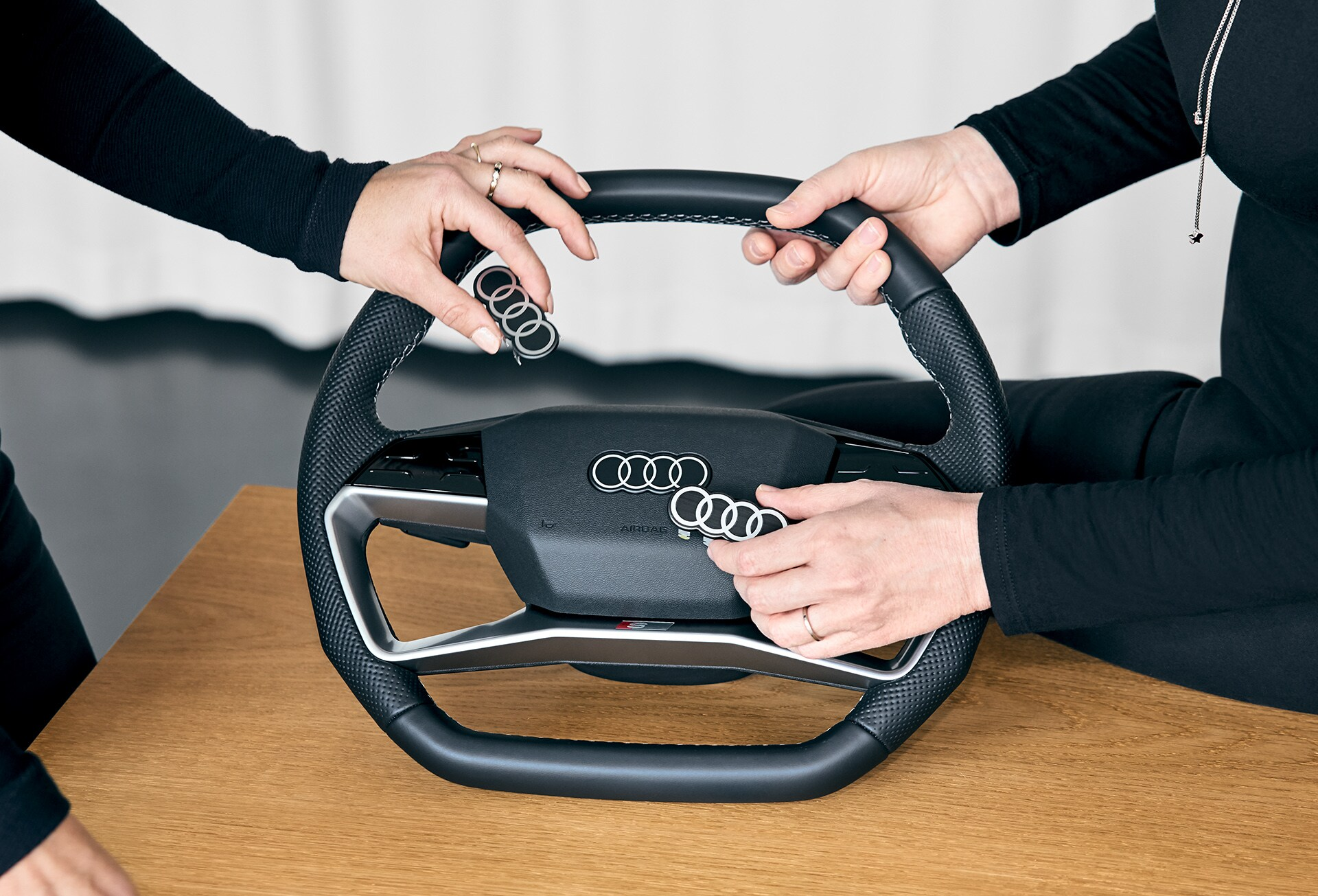 Audijevi obroči v notranjosti avtomobila