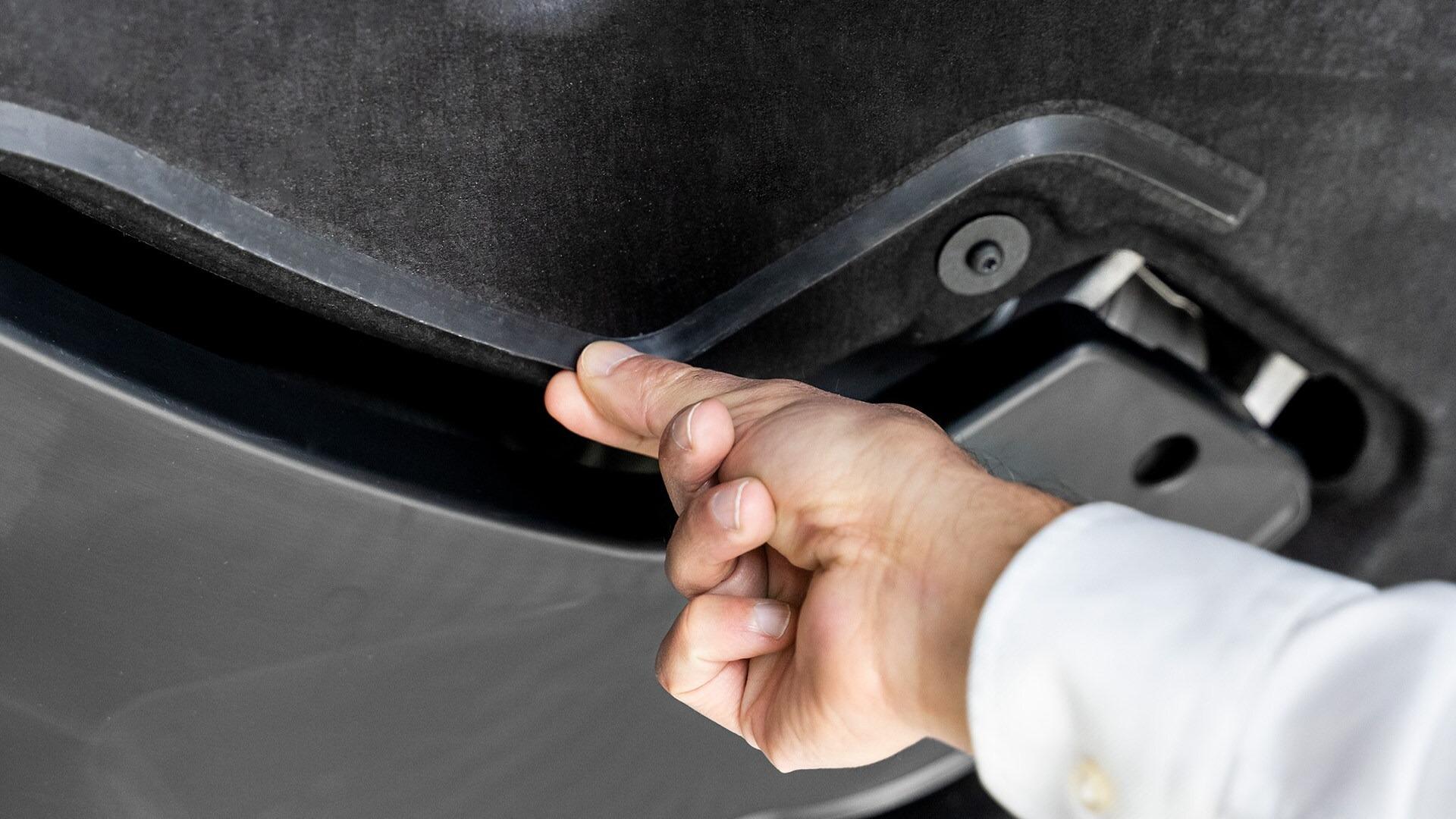 Neznatno, toda učinkovito: plastični trak na podvozju zelo učinkovito usmerja zračni tok