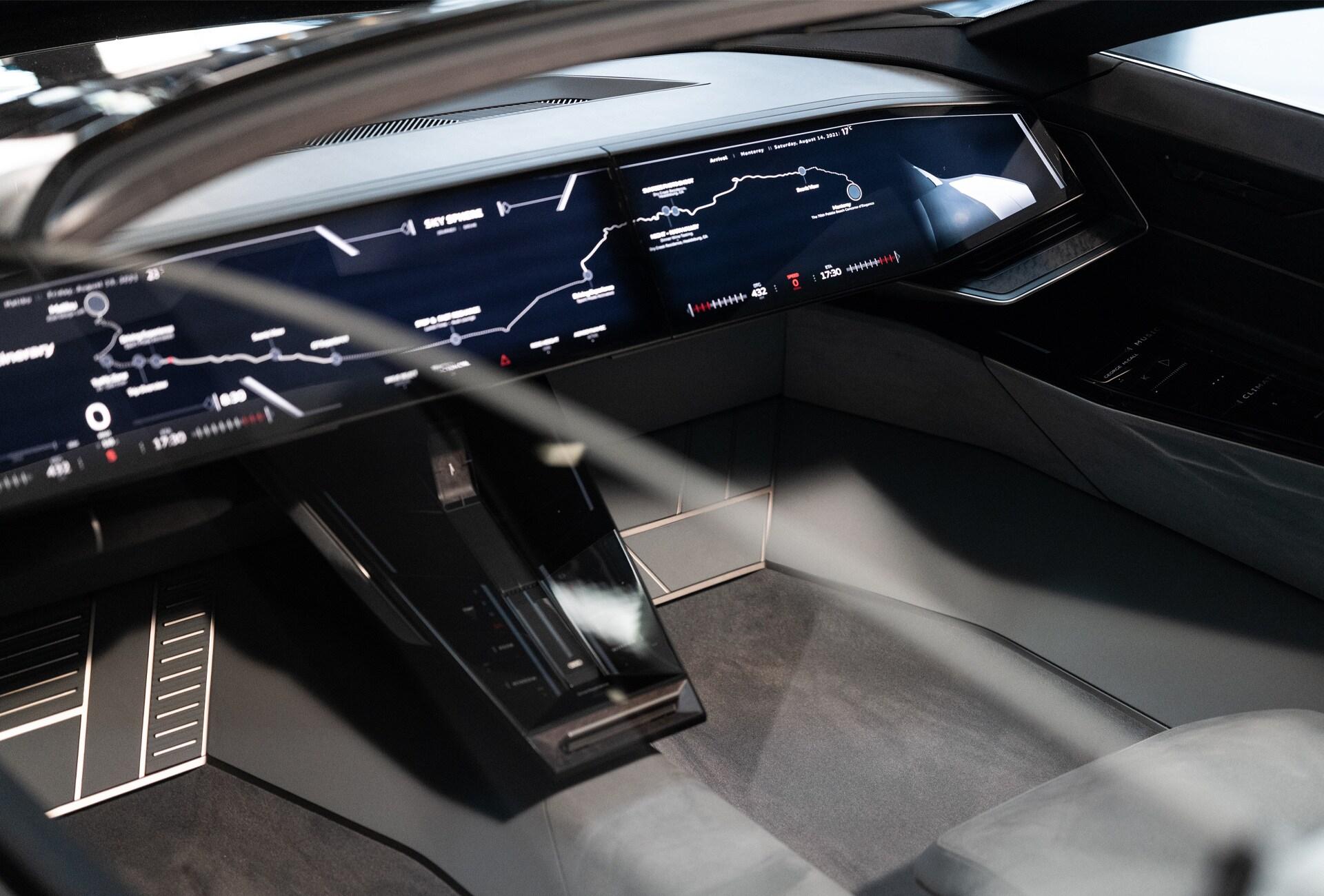 Kokpit konceptnega vozila Audi grandsphere v avtonomnem načinu vožnje.