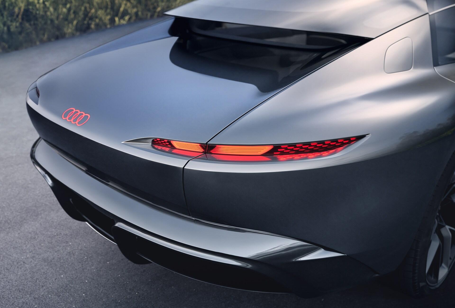 Zadek konceptnega vozila Audi grandsphere.