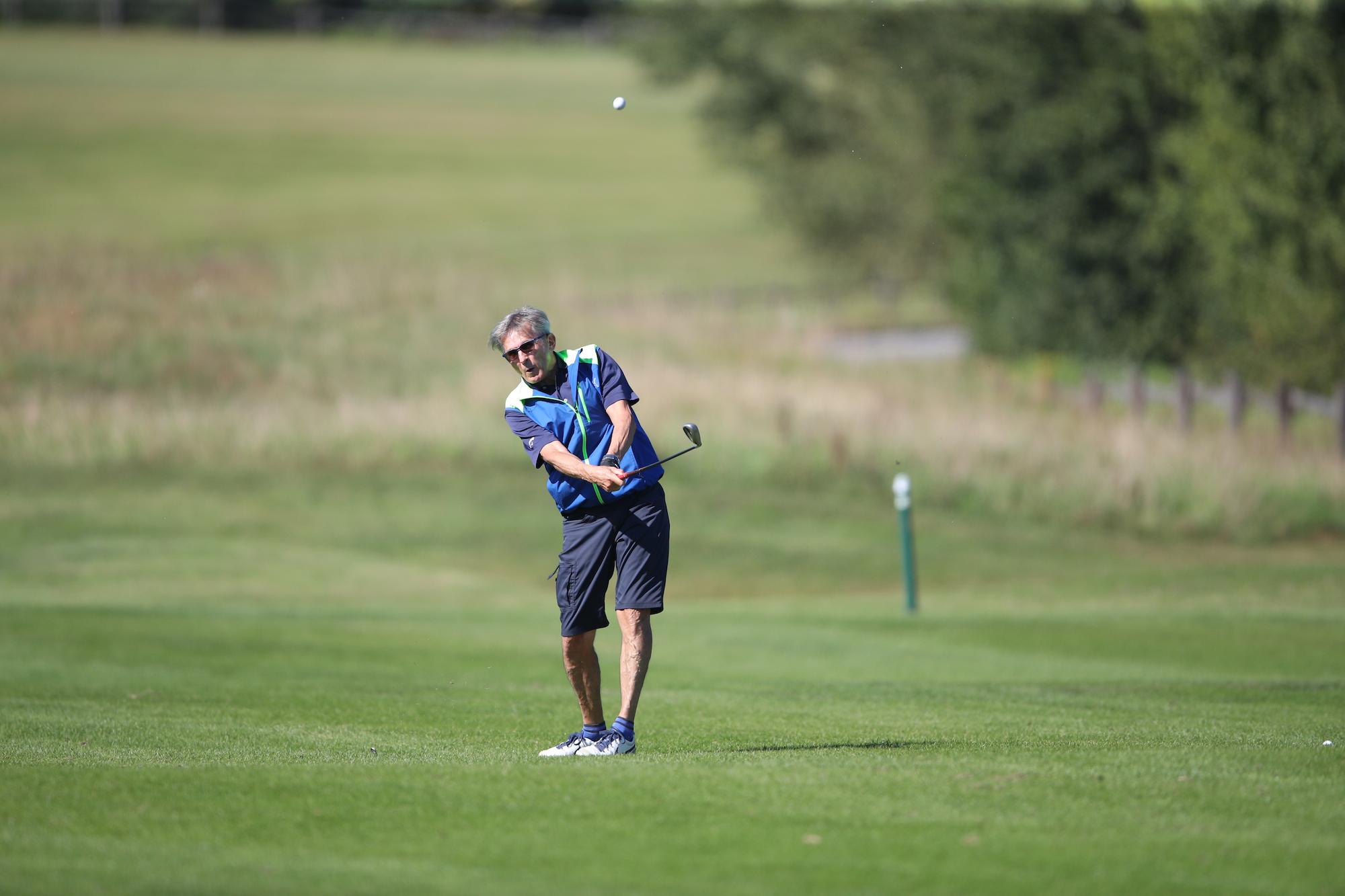 Golfist med udarcem na Audi golf turnirju.